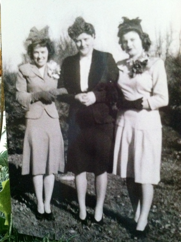"""Kitty"" Violi in the middle, with her sisters Adelaide [left] and Agnes [right] circa 1943- tangledpasta.net"