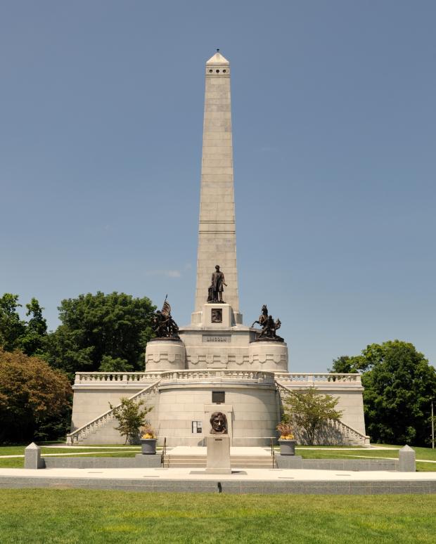 Abraham LIncoln's Monument, Oak Ridge Cemetary, Springfield, IL-tangledpasta.net